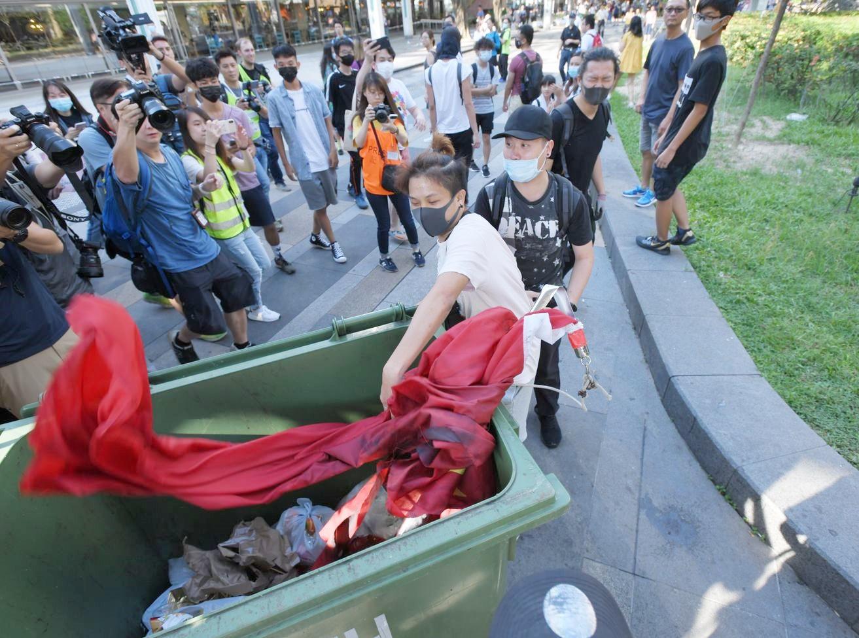 中聯辦嚴厲譴責近日多次肆意侮辱國旗行為。資料圖片