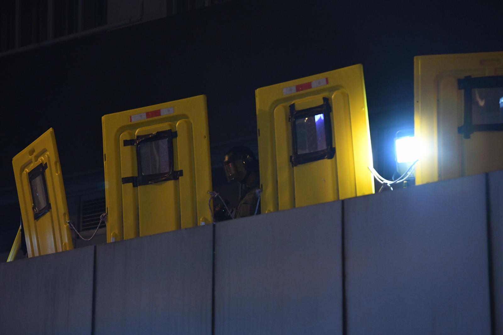 【修例風波】示威者連續兩日彌敦道縱火 防暴警到場驅散