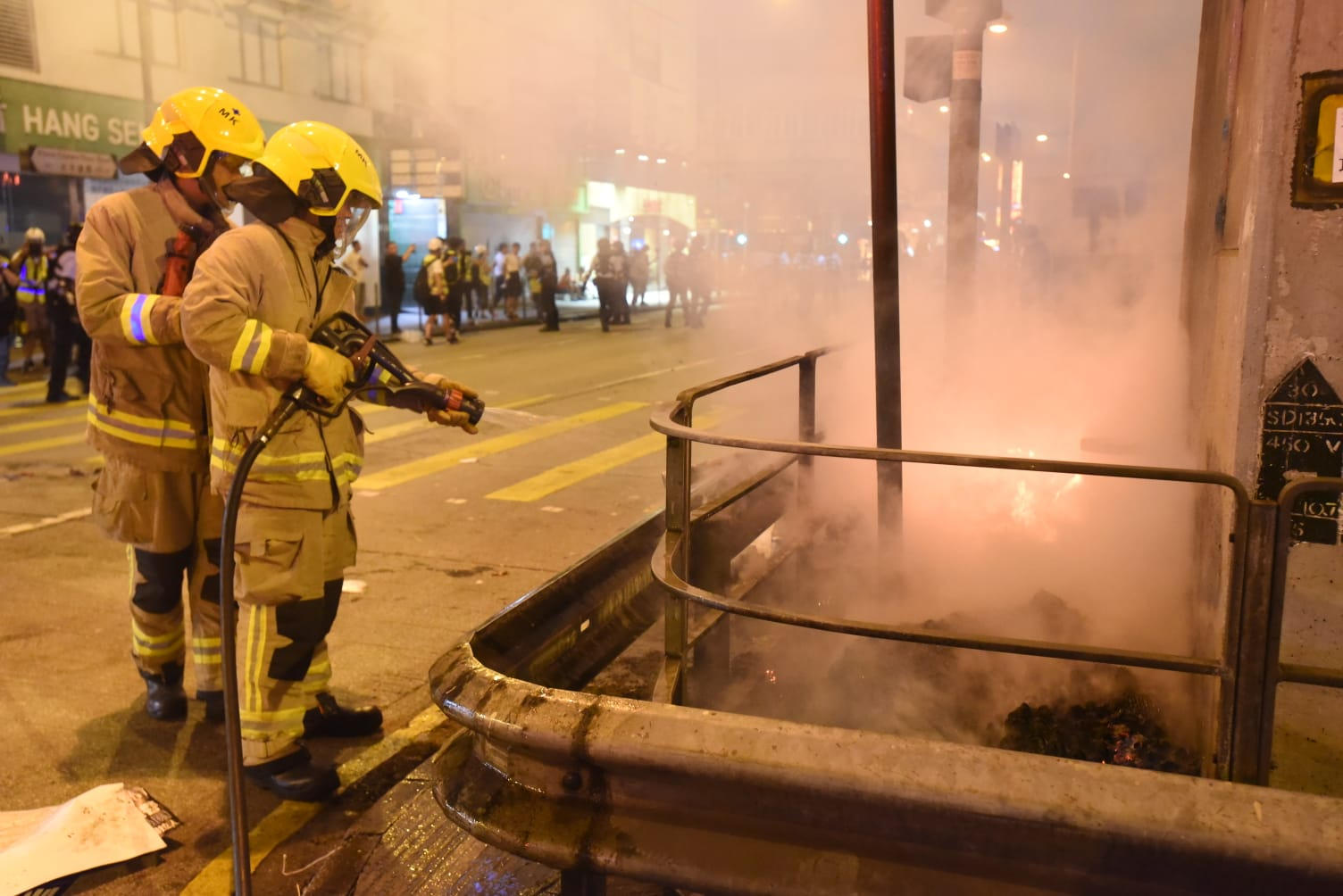 消防隨即到場撲熄火種。