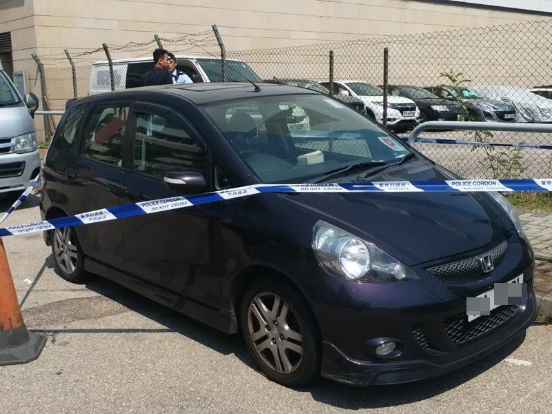 鄺俊宇的坐駕停泊路邊,警方拉起封鎖線。