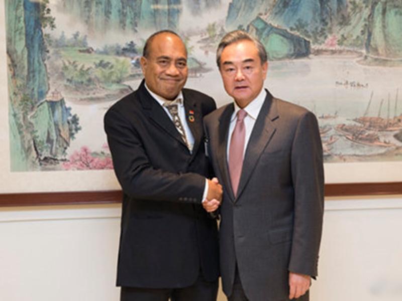 基里巴斯總統兼外長馬茂在紐約出席聯合國大會期間與北京國務委員兼外長王毅會面。 網圖
