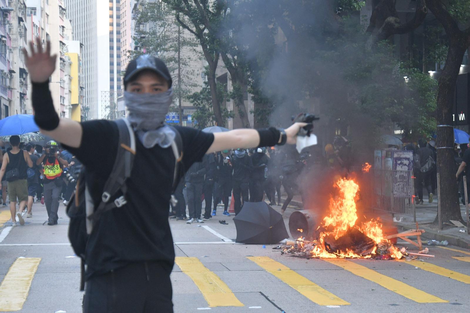 灣仔有示威者縱火