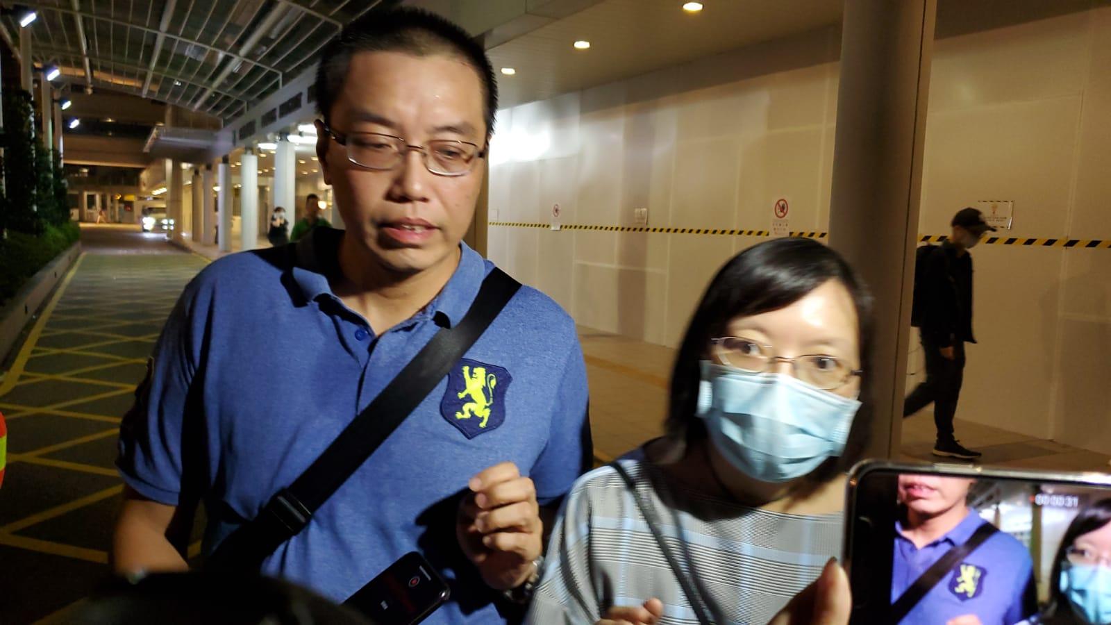 何傳耀紀念中學男女副校長到醫院了解事件。