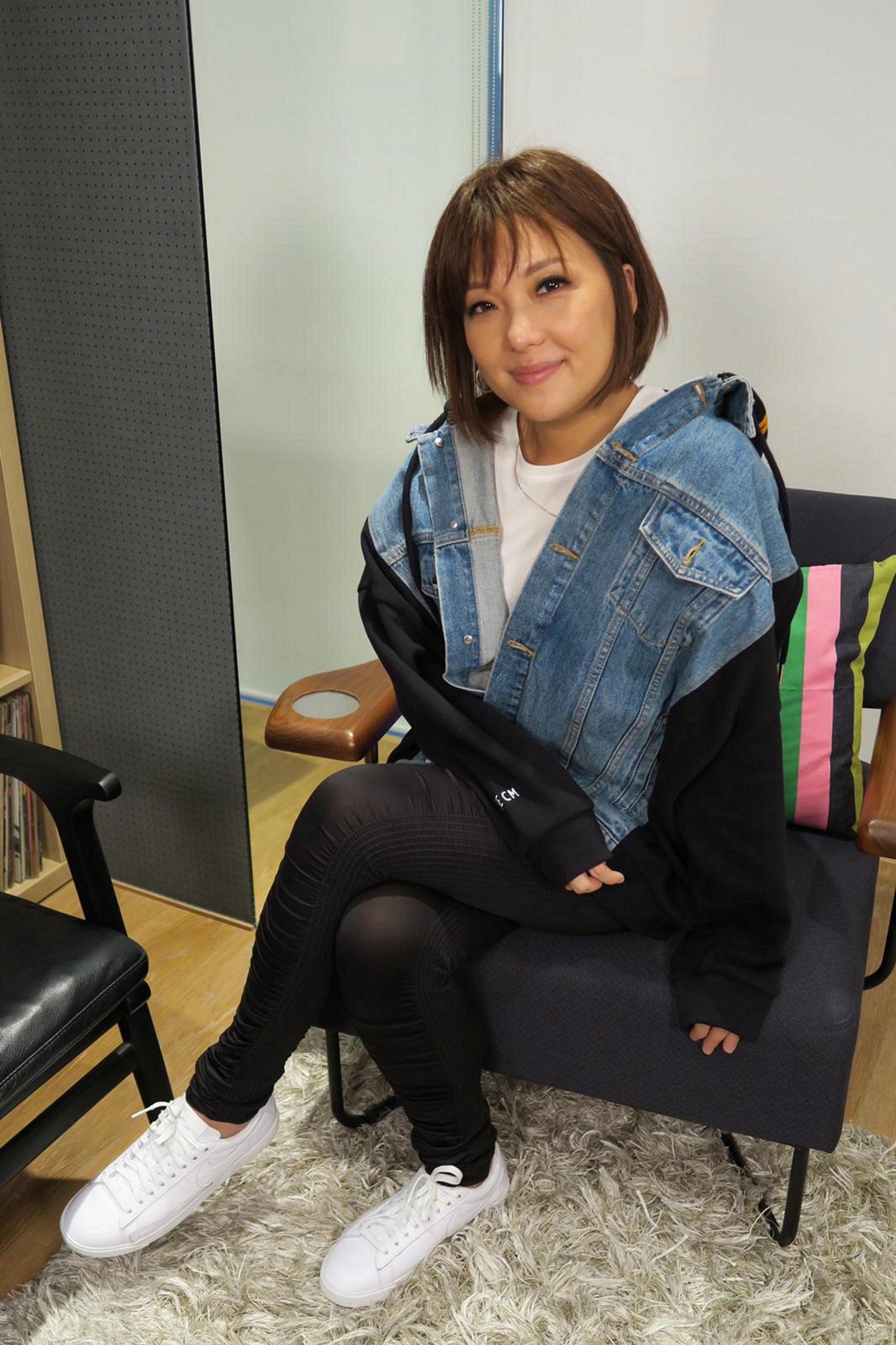 衛詩接受香港開電視專訪。
