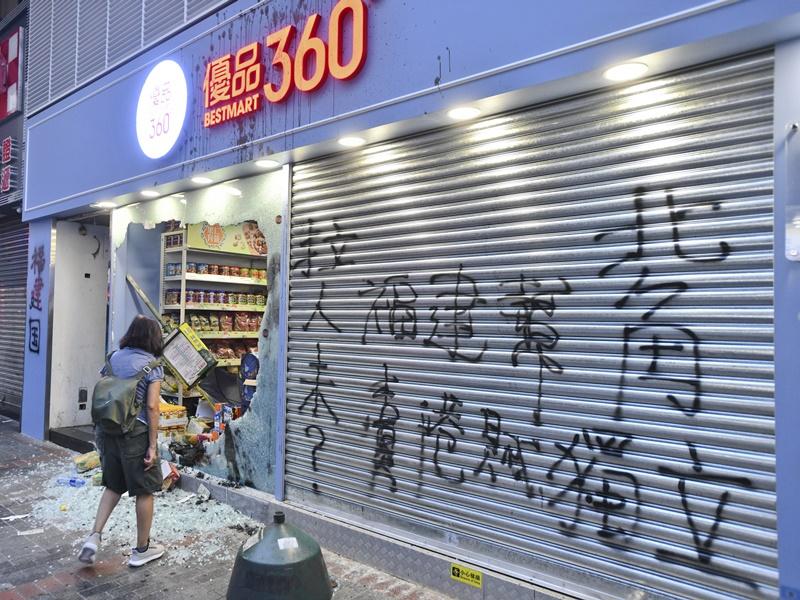 優品360旺角彌敦道分店被破壞。資料圖片