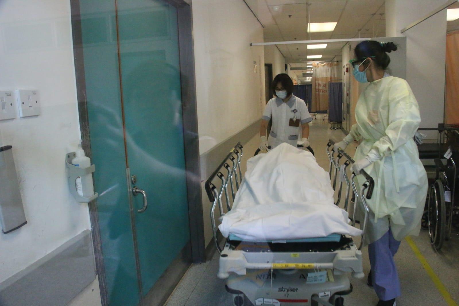 女子墮樓送院搶救後不治。 歐陽偉光攝