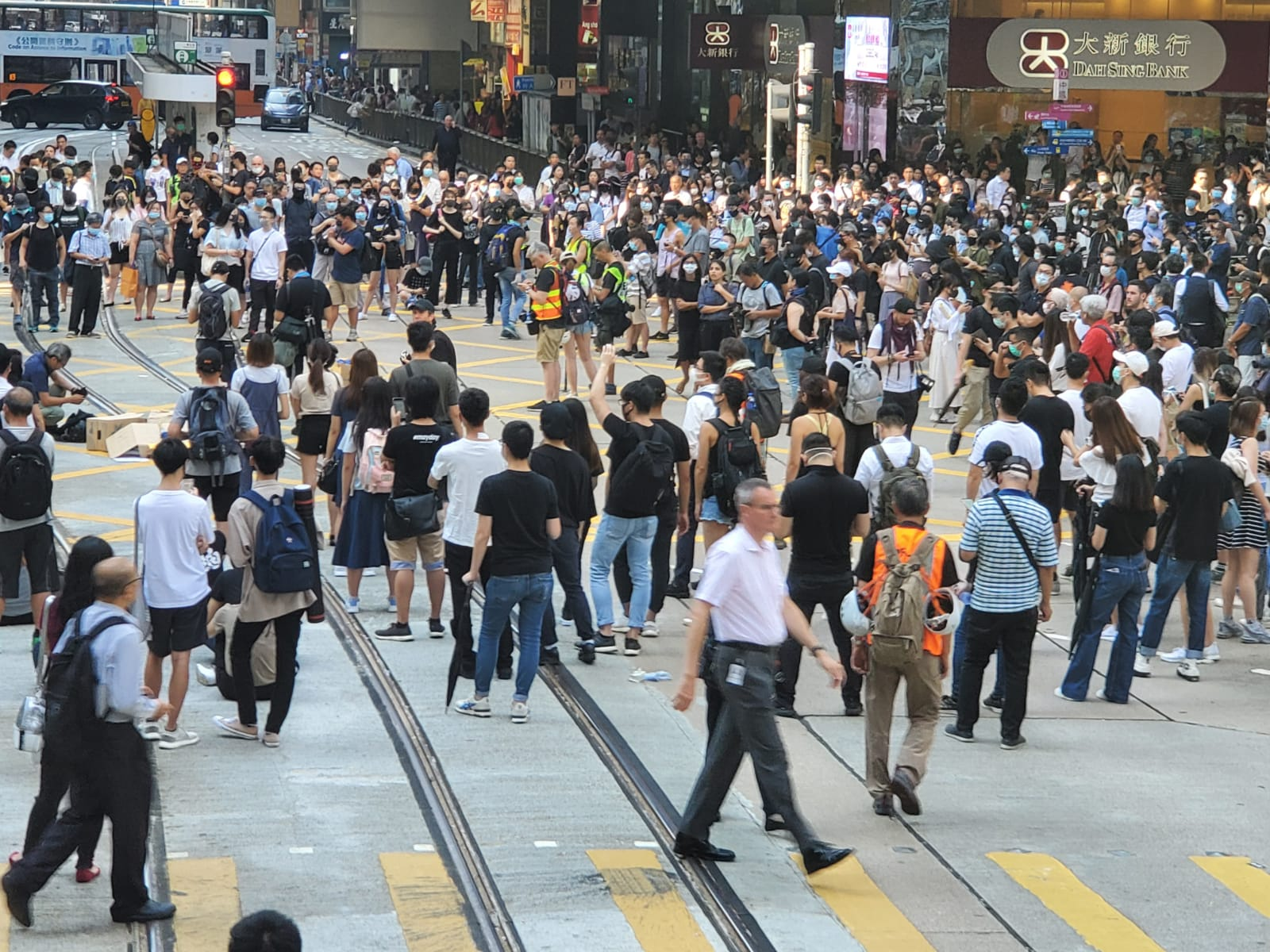 中環有抗議人士聚集堵路。
