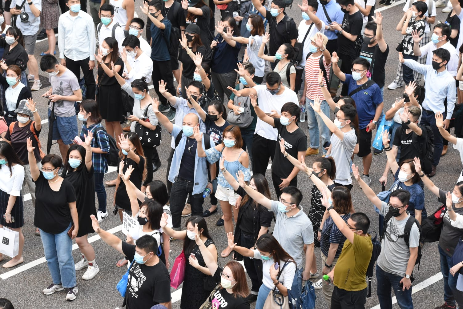 中環示威者堵塞馬路