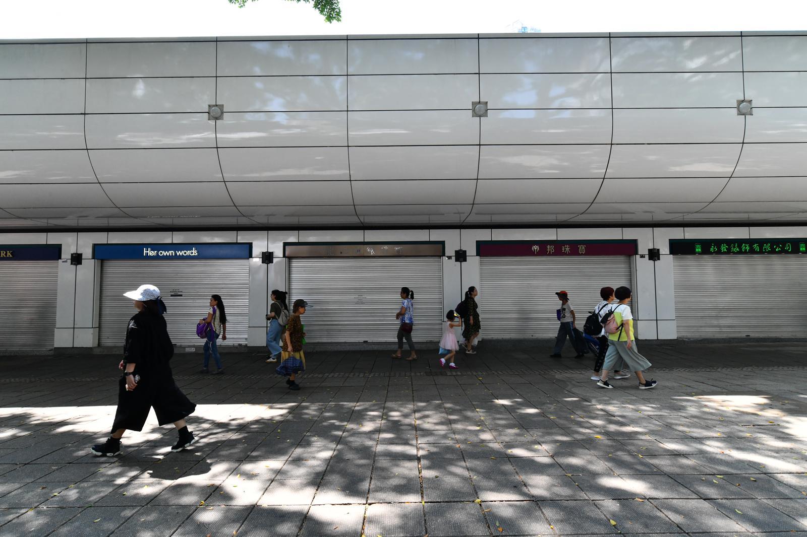 柏麗購物大道不少店鋪暫停營業。