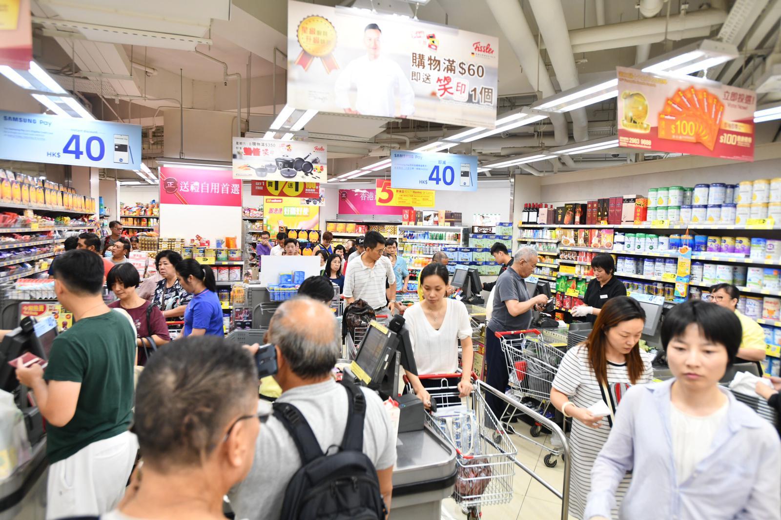 市民紛紛搶購糧食