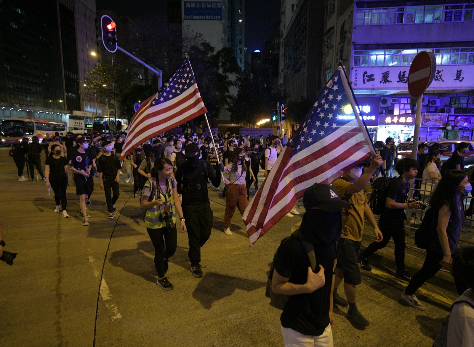 多區都有示威者聚集抗議《禁蒙面法》
