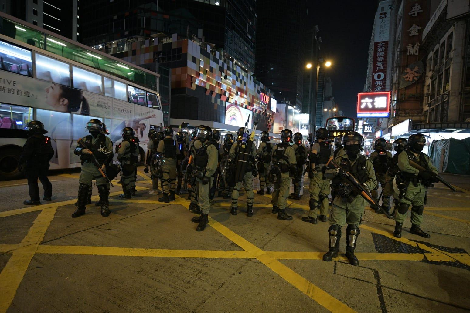旺角防暴警察驅散示威者