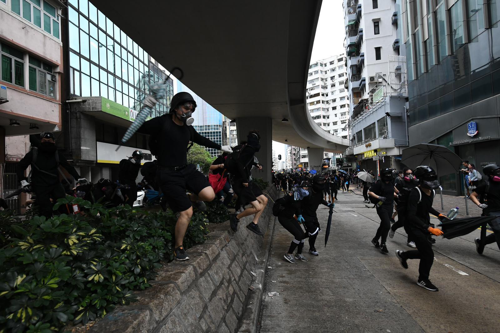 大批示威者在深水埗及太子一帶聚集