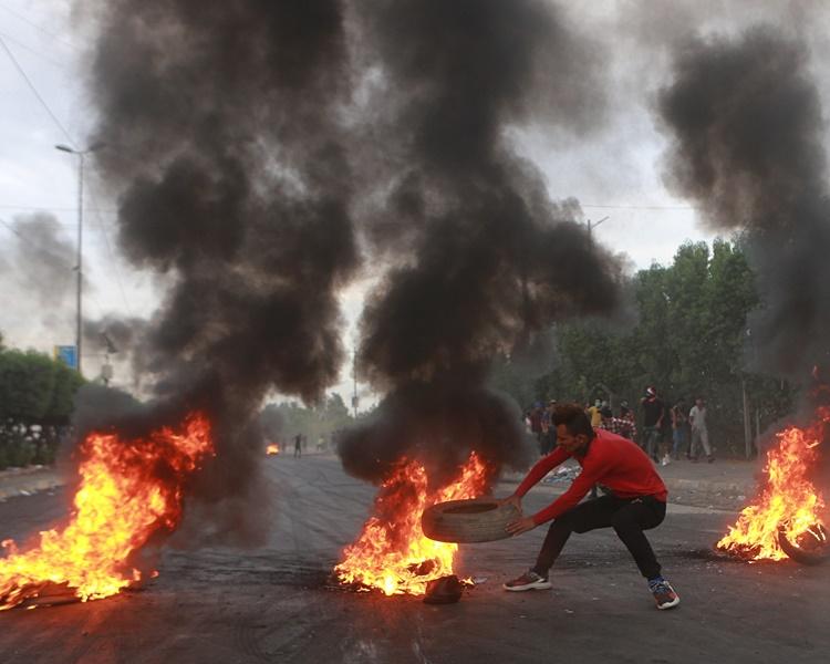 巴格達反政府示威衝突持續。AP