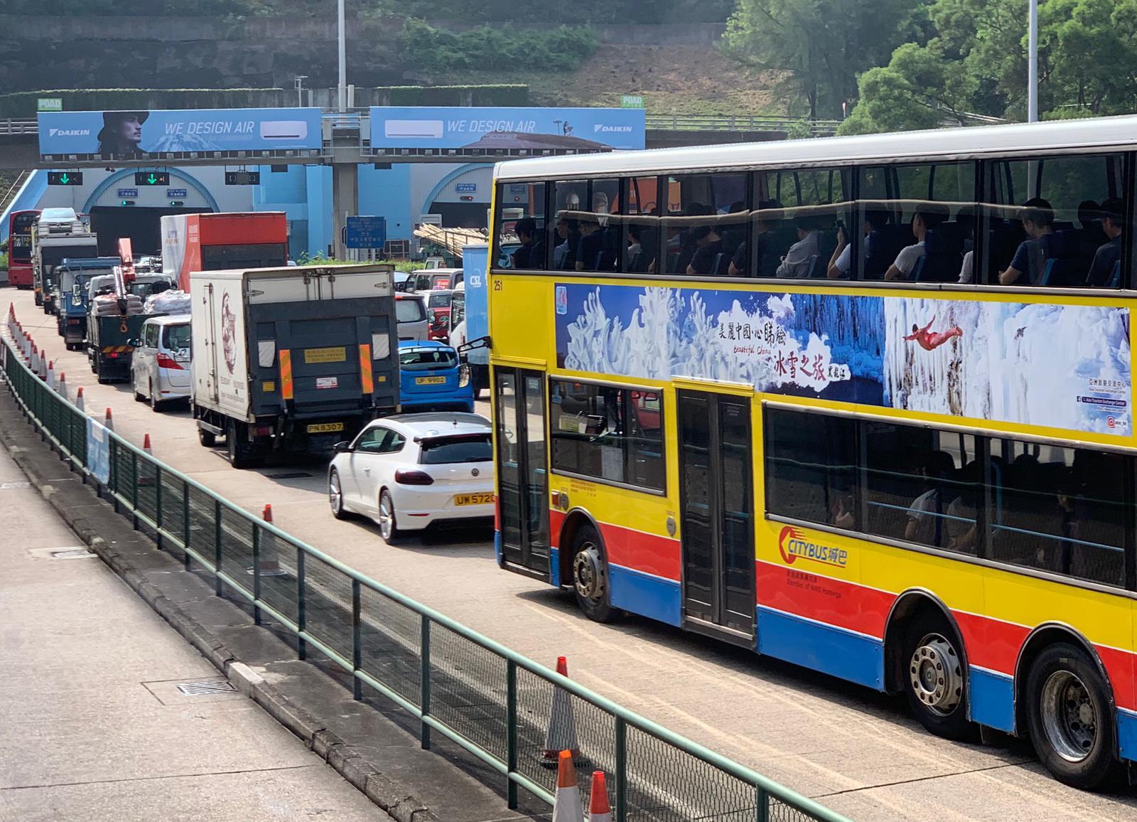 多區早上交通混亂。