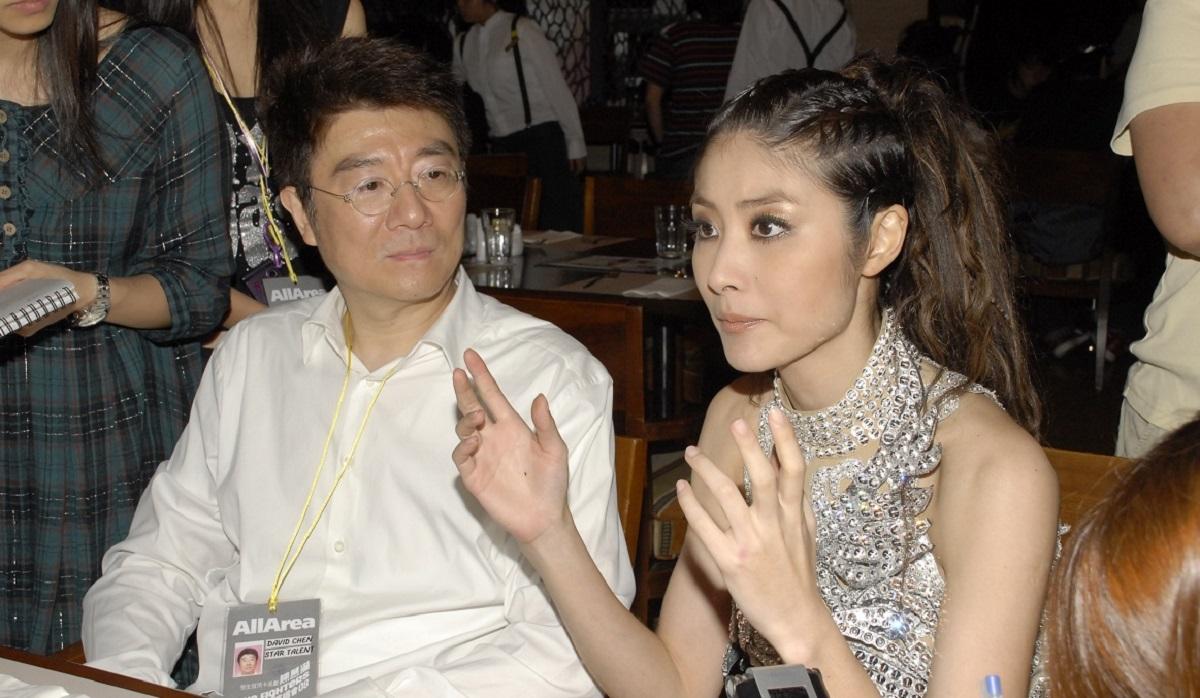 陳慧琳(圖右)父親陳崇偉(圖左)以公司名義購入富合工廈一單位。