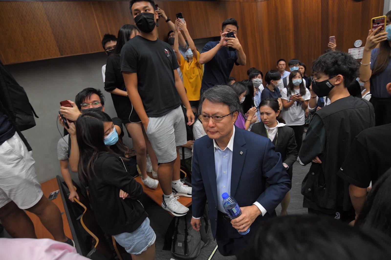 理大專業學院院長梁德榮到場,與學生對話