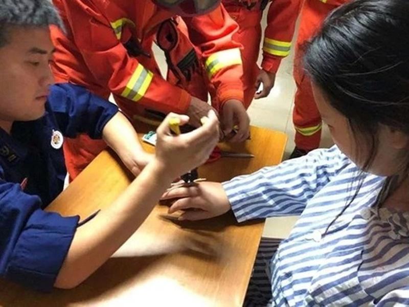 消防到手術室協助。網上圖片