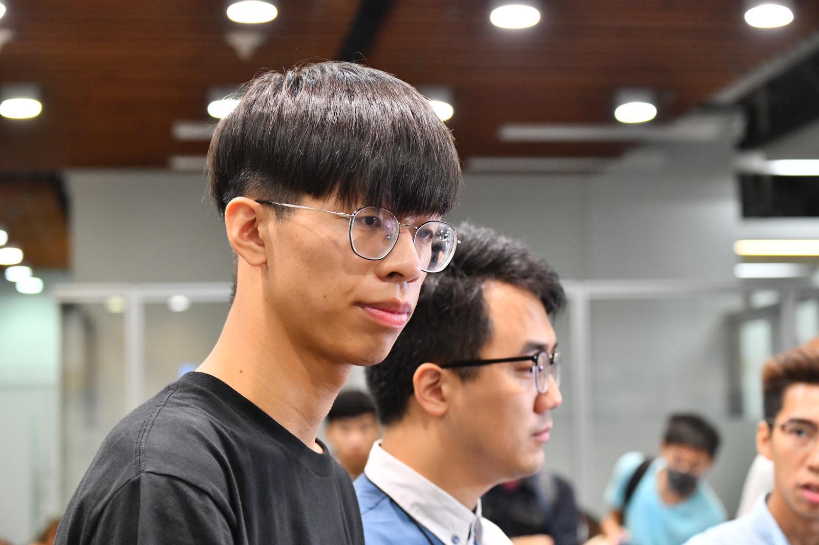 學生會內務副會長謝子樂(左)指,對陳偉強未出席感失望