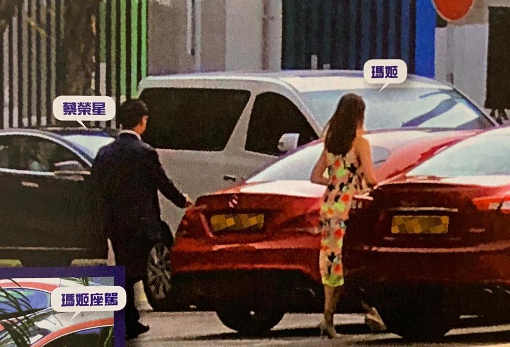 蔡榮星被拍到登上瑪姬座駕。東周刊圖片