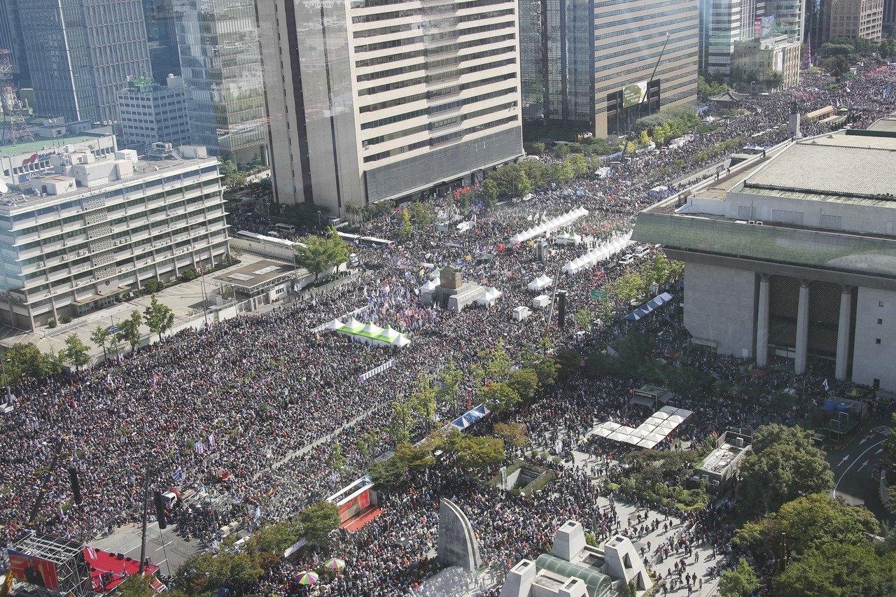 韓國示威者到光化門一帶集會,要求法務部長曹國下台。AP