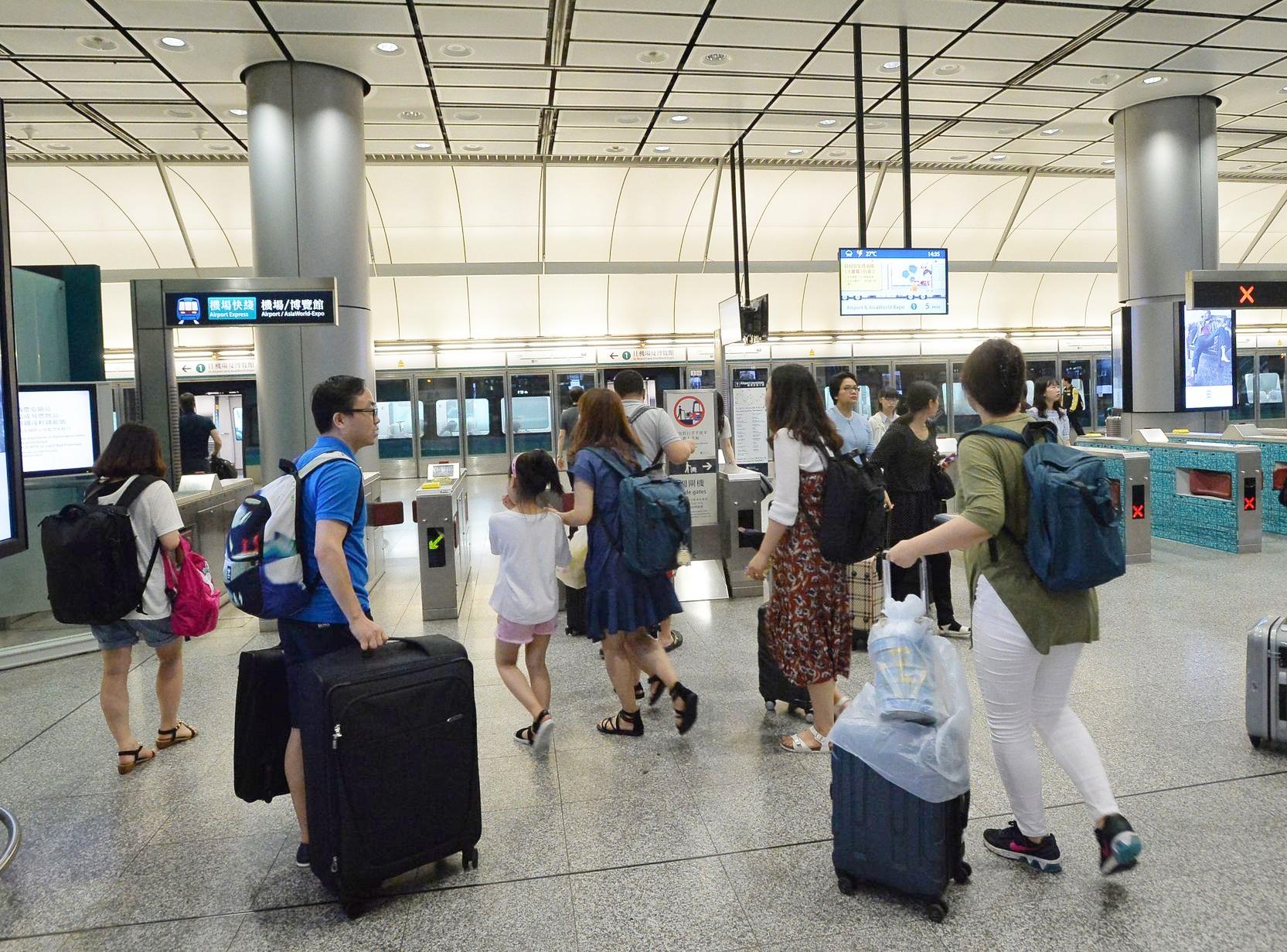 機場快綫服務晚上9時起,只來往香港站至機場站。 資料圖片