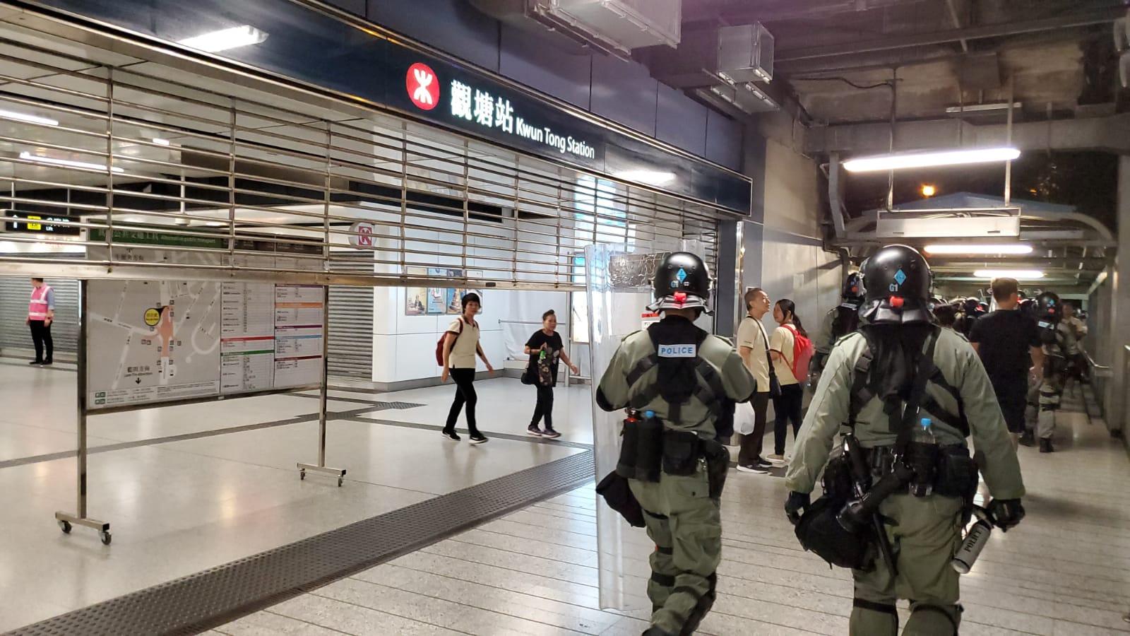 港鐵車站連月遭受示威者衝擊破壞。資料圖片