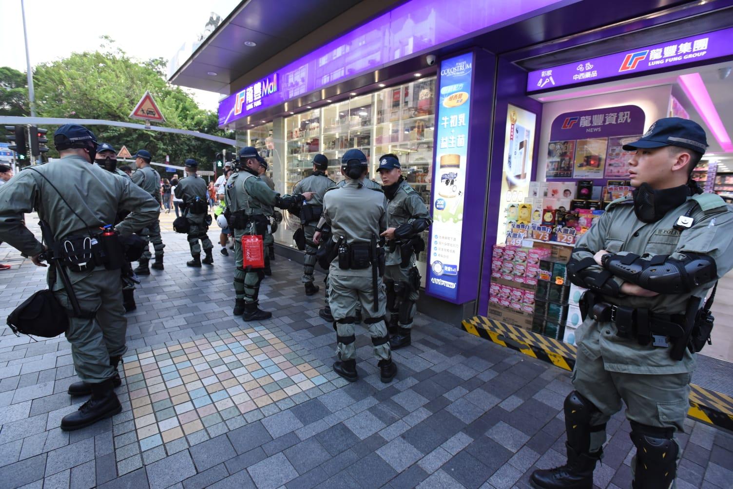 防暴警察加強截查