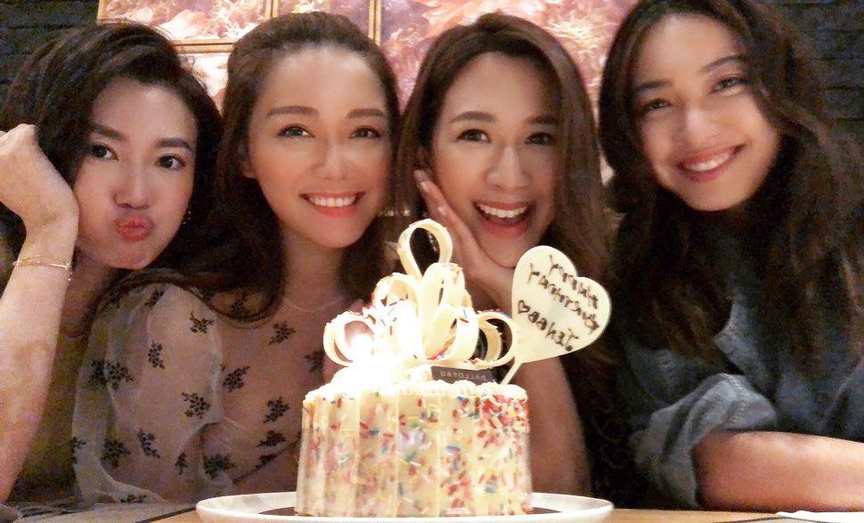 岑杏賢生日,湯洛雯、朱千雪和蔣家旻齊集一起為她慶祝。 岑杏賢IG