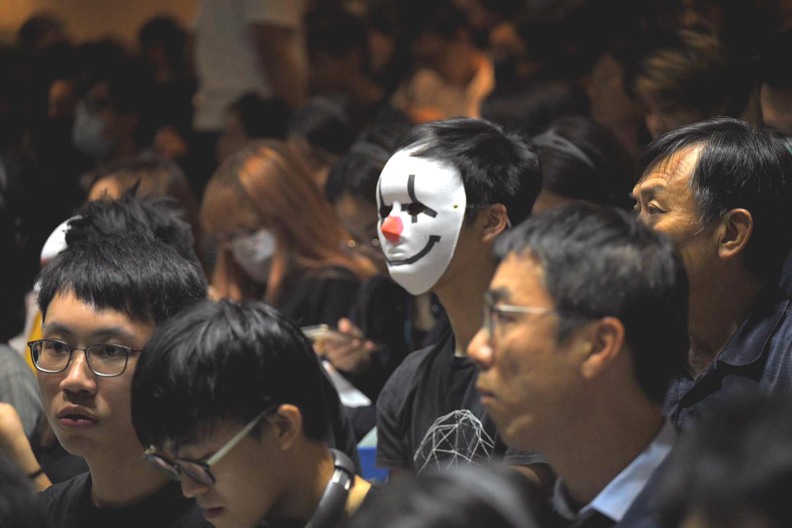 有部分學生戴上口罩或面罩