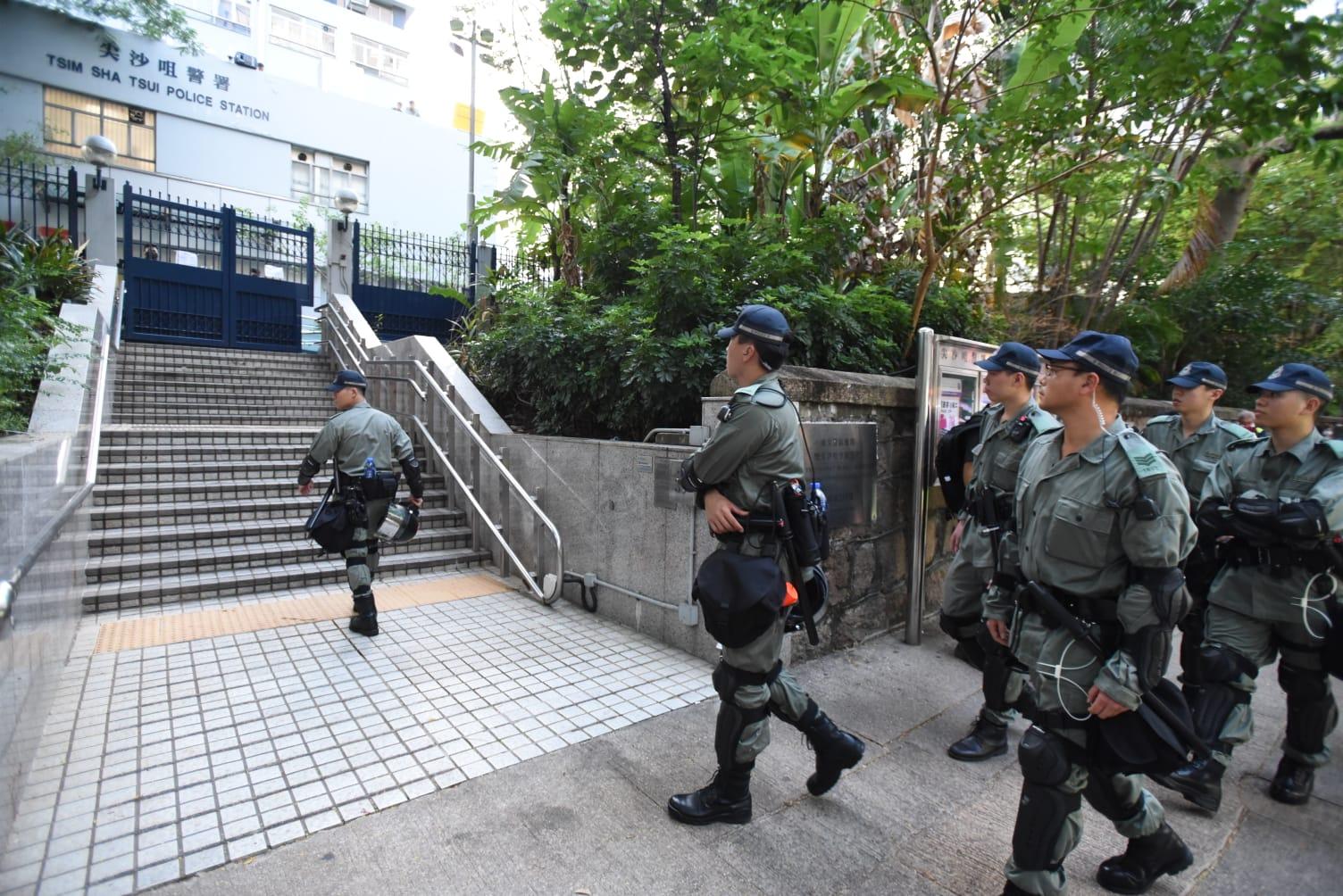 香港政府否認解放軍或内地人員混入警方執法。