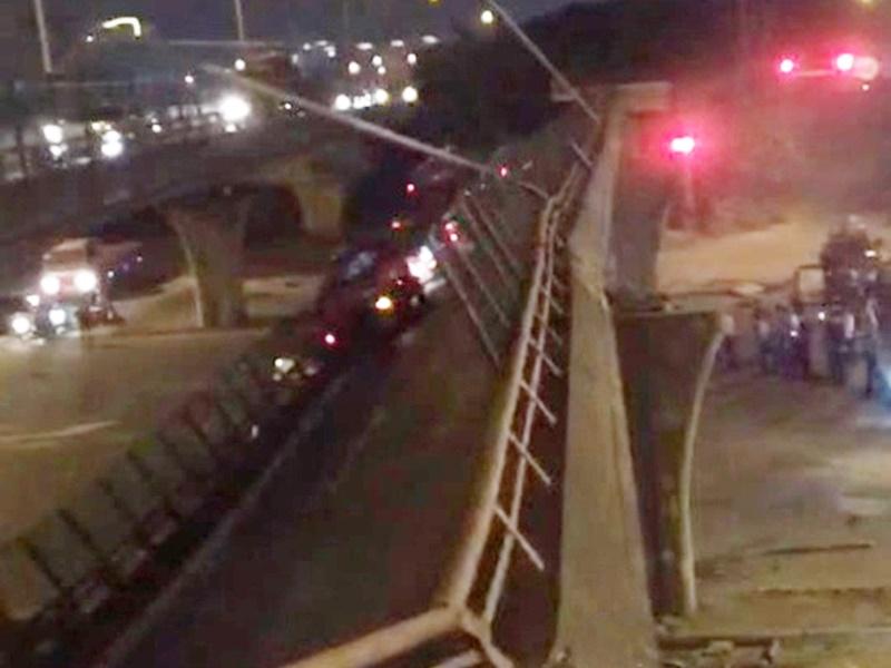 無錫行車大橋倒塌三死兩傷,疑運輸車輛超載所致。網上圖片