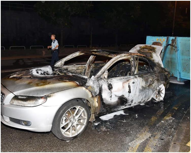 私家車嚴重焚毀。