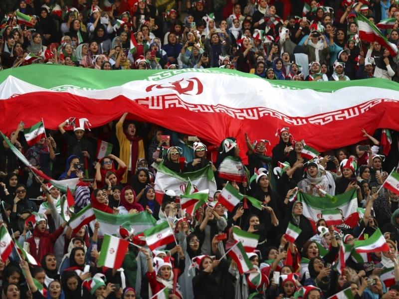 超過3500名伊朗女性購票入場支持國家隊。AP