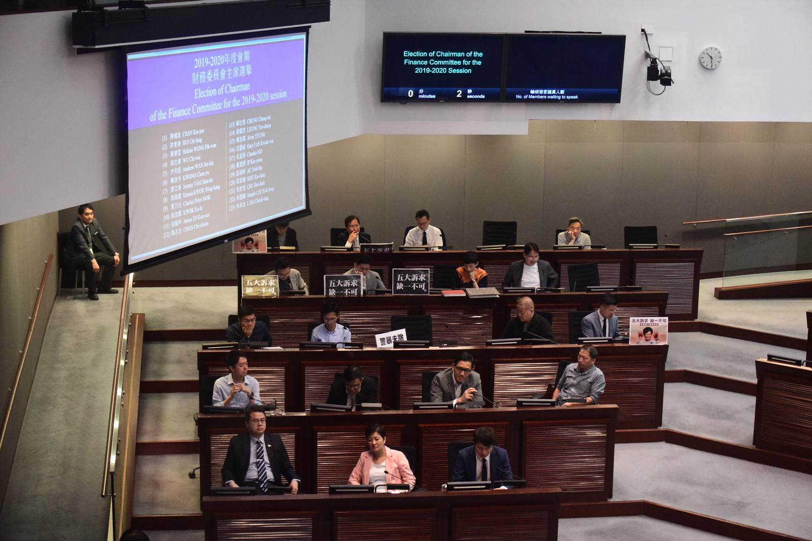 民主派互相提名角逐主席,結果一共產生23名主席候選人。