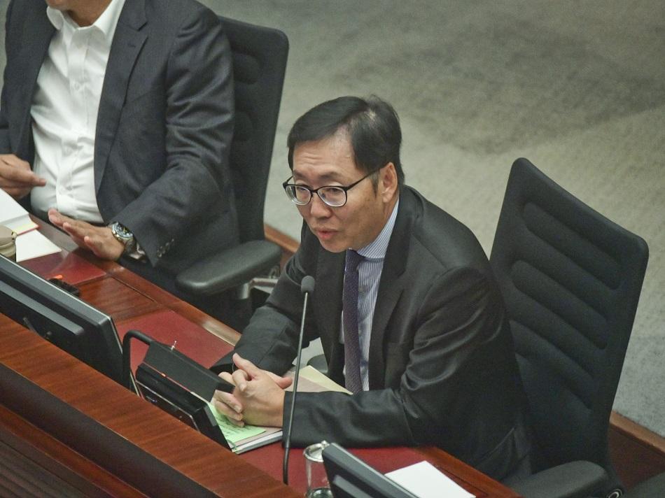 陳健波決定下周一開會選財委會主席。