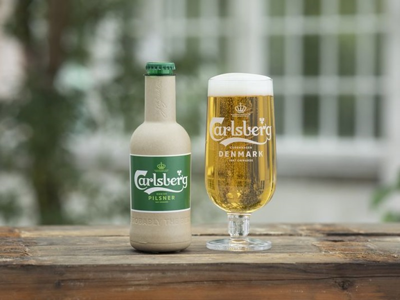 迎合环保潮流,嘉士伯研发纸啤酒樽。网图