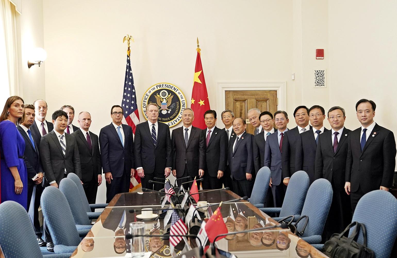 國務院副總理劉鶴與美國貿易代表萊特希澤及財長努欽會面,據報首日會談長達7個多小時。