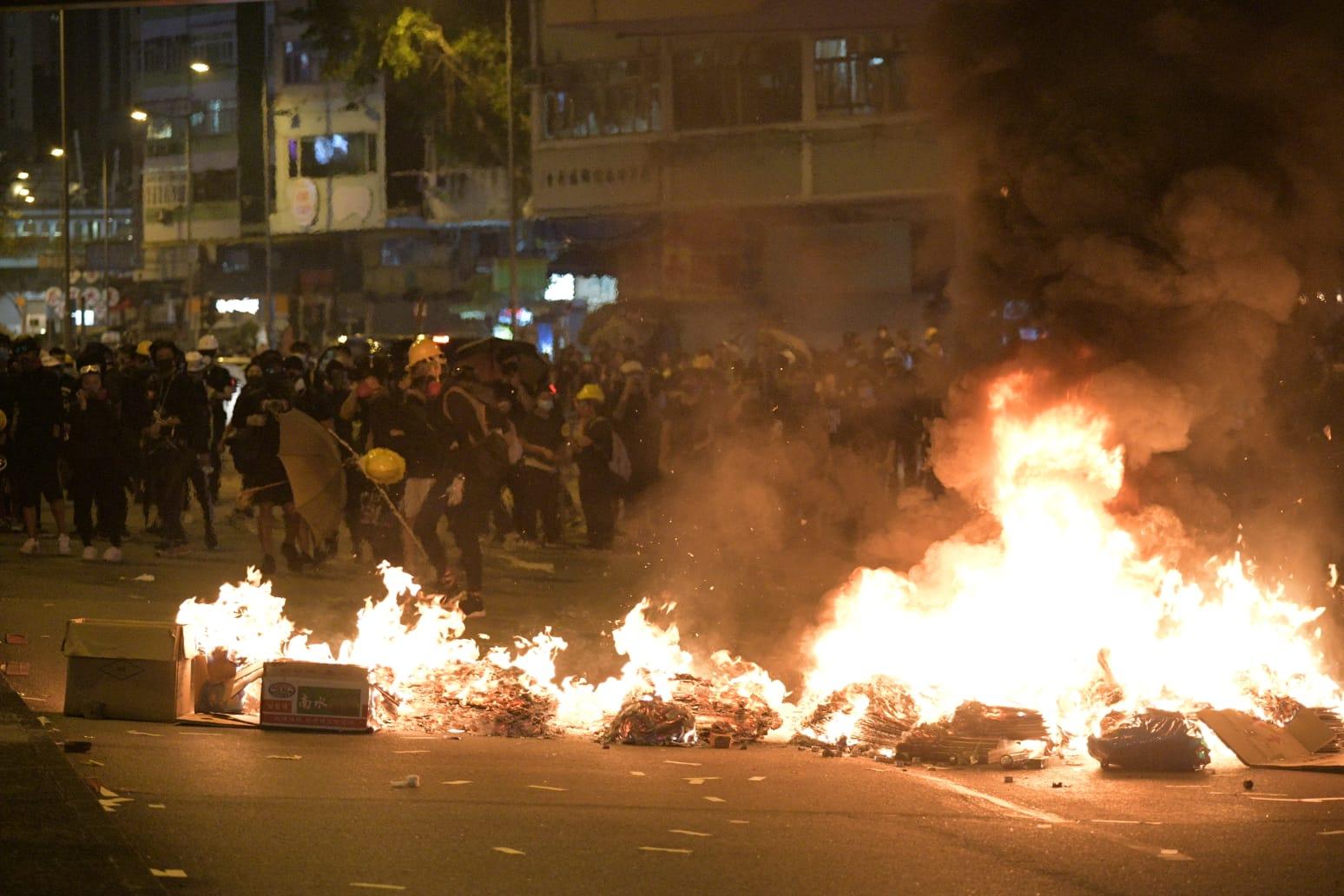 示威者大肆縱火破壞。資料圖片