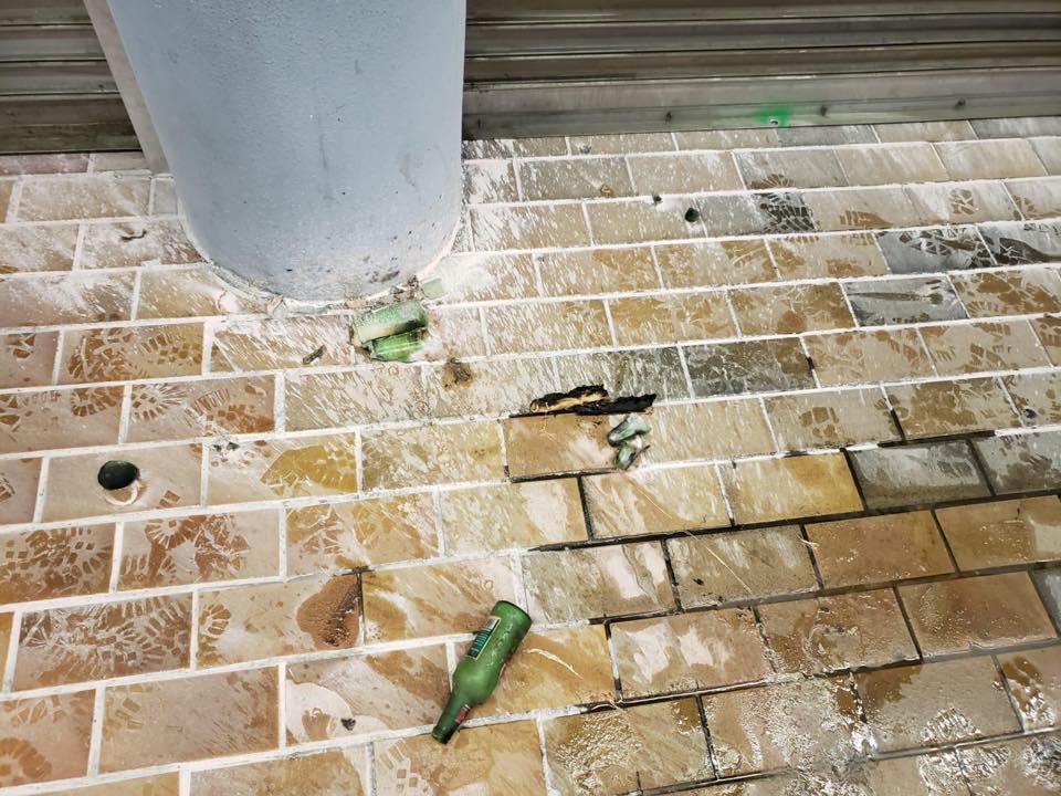 九龍塘站G1出入口被投擲汽油彈。香港警察圖片