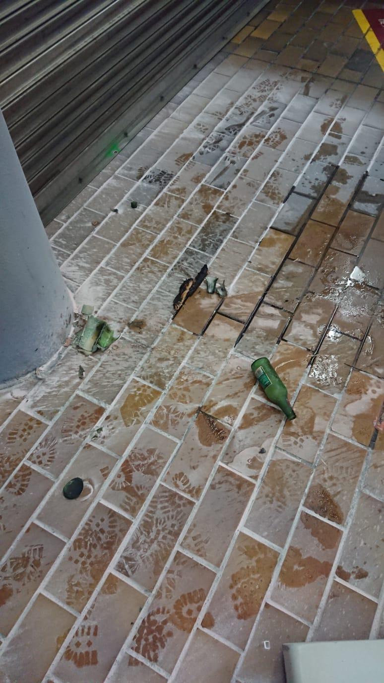 九龍塘站G1出入口被投擲汽油彈後情況。港鐵提供
