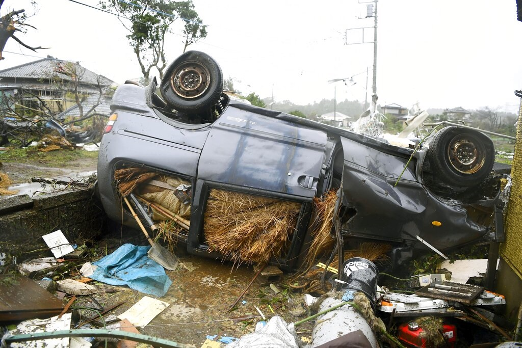 日本狂風大雨。AP圖片
