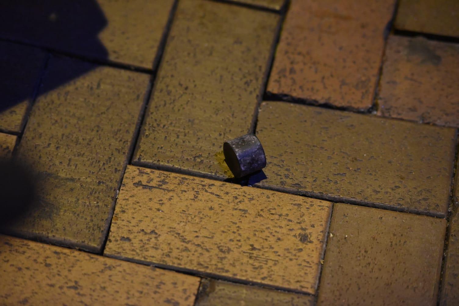 警員發射最少一發橡膠子彈。