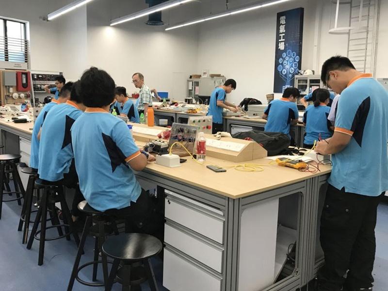 黃偉綸指要加強發展機電業。黃偉綸網誌圖片
