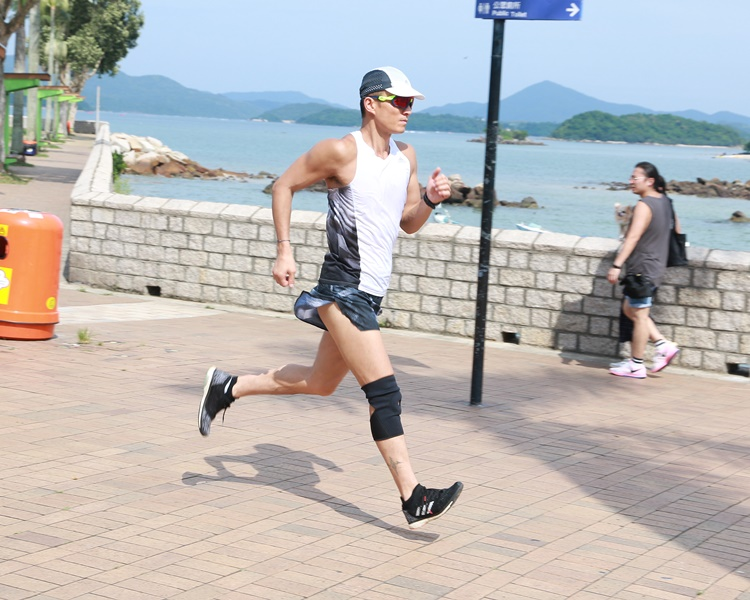 目前山聰正拍攝《大步走》,開正他熱愛跑步的題材。
