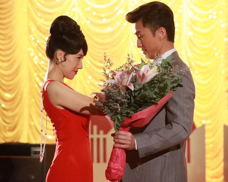 在《金宵大廈》中,陳山聰與李施嬅成了最佳情侶拍檔。