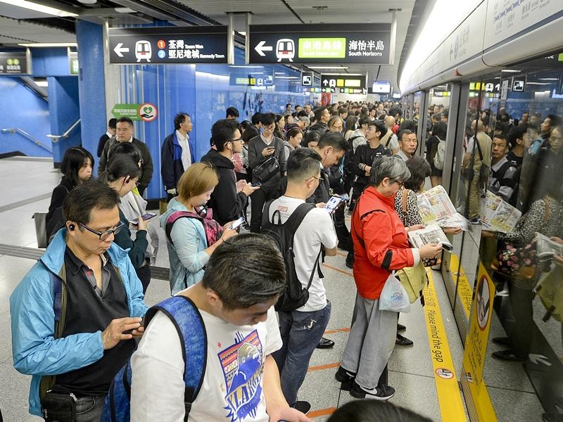 港鐵所有重鐵車站今天會投入服務。資料圖片