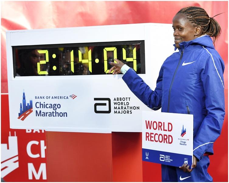 高絲姬以2小時14分04秒衛冕。AP