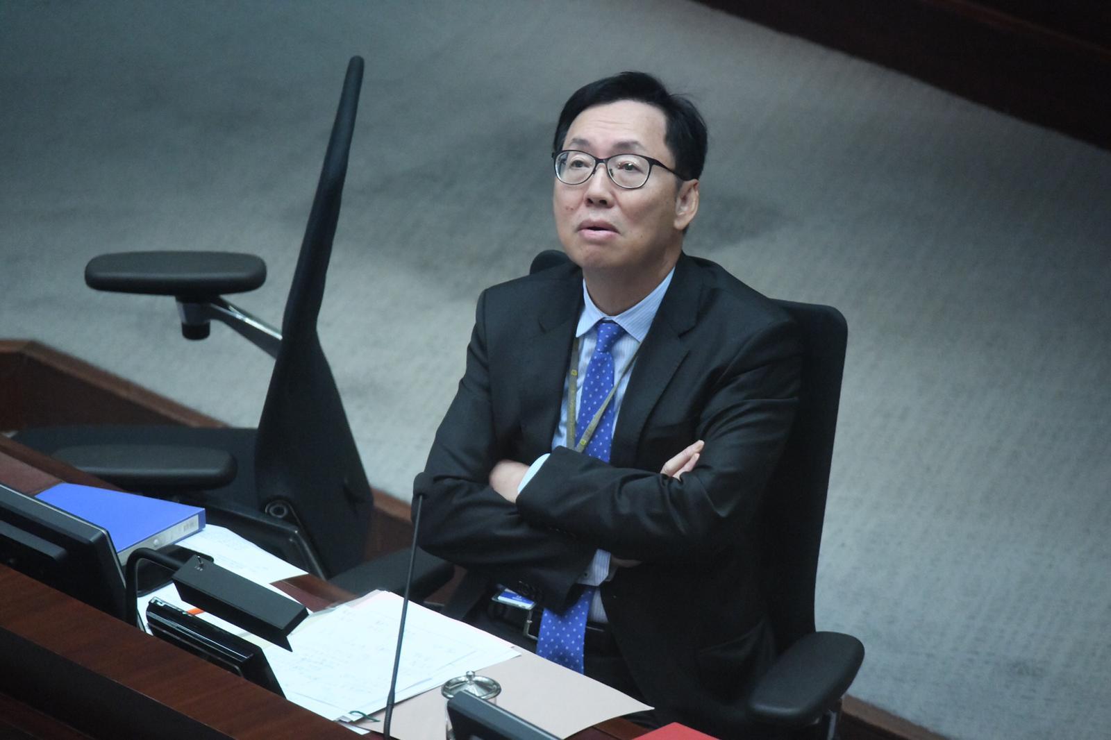 陳健波說議會無建制派冧咗好耐。