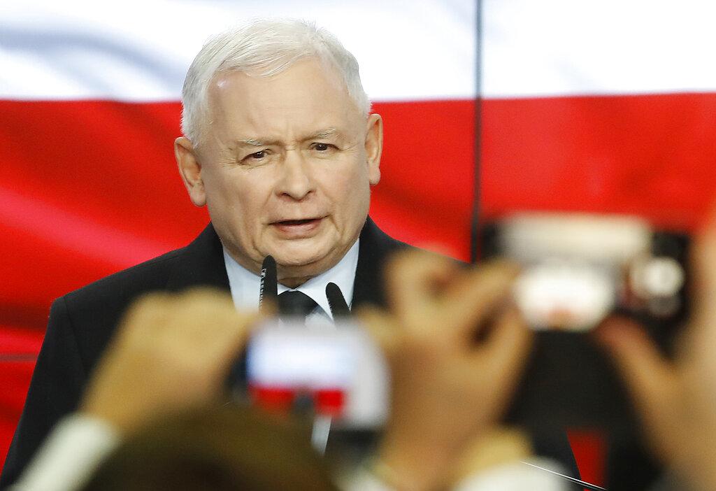 勝利的法律與公正黨由雅羅斯瓦夫領導。AP